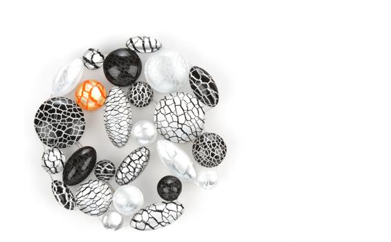 beads brooch 1