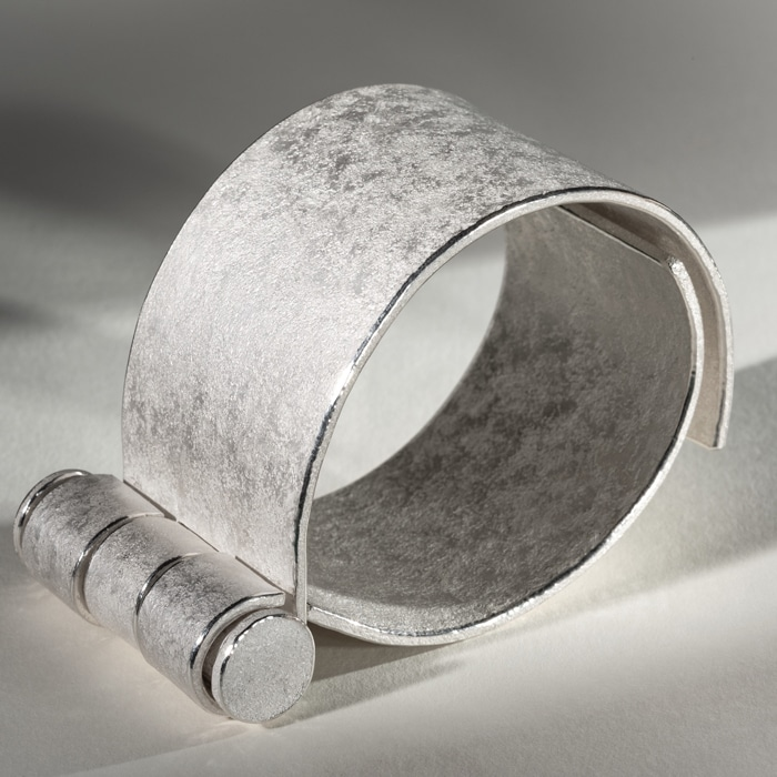 Jewellery_Jo_McAllister_Heavy_hinged_cuff_fine_silver_DLW